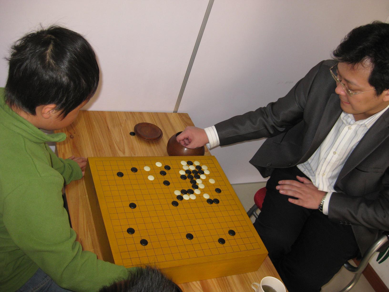围棋业余世界冠军指导小棋手.jpg