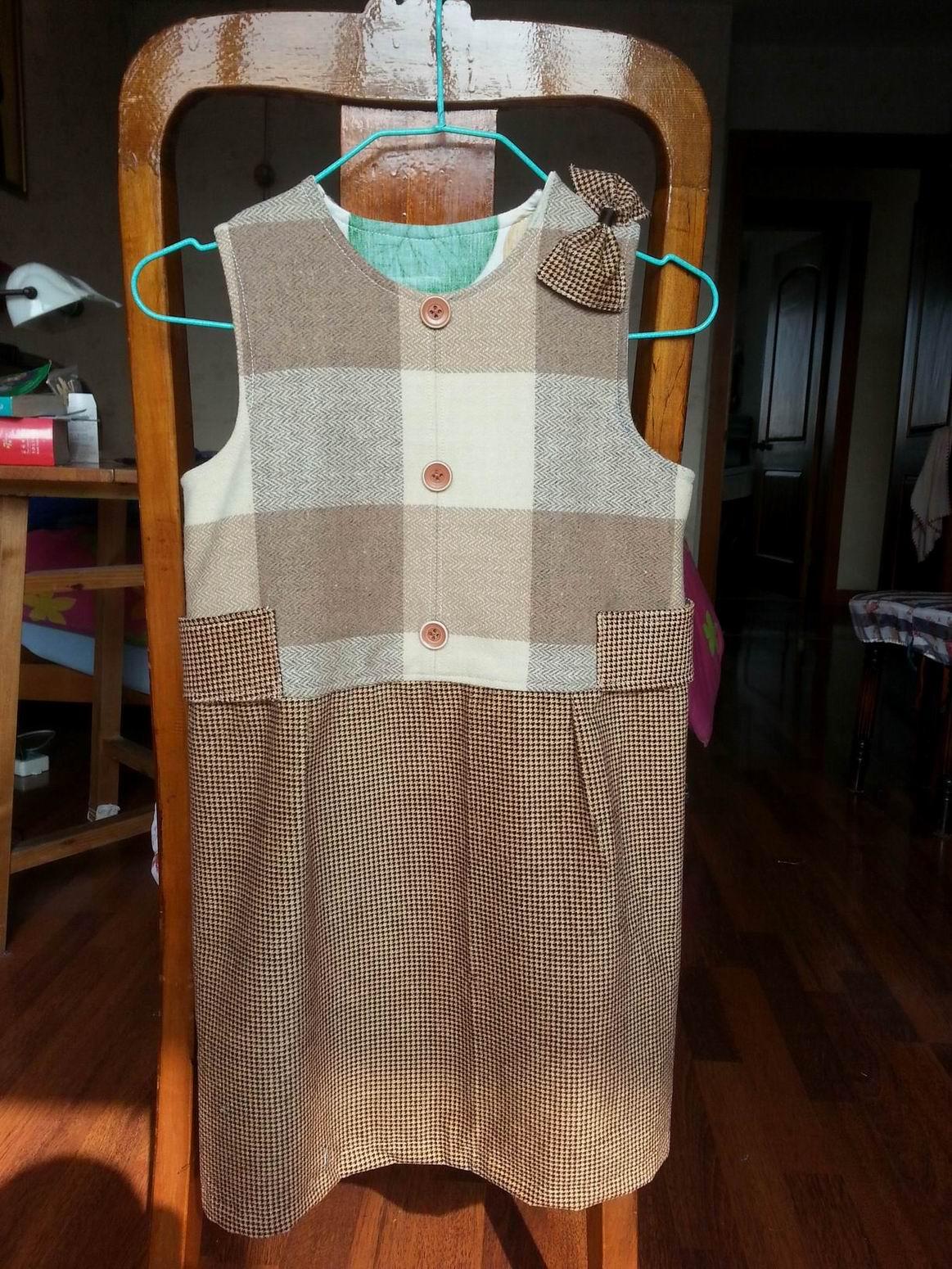 以前做衣服边角料做的小裙子.jpg