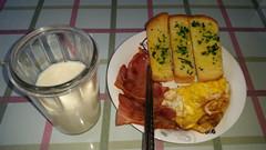 男孩的早餐.jpg